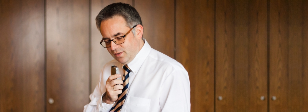 Rechtsanwalt Hans-Georg Amian im Diktat