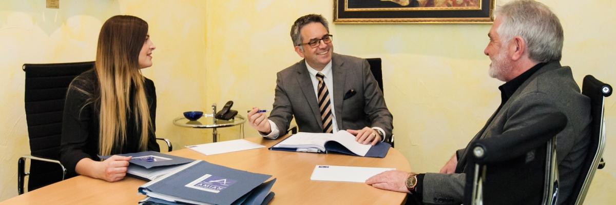 Mitarbeiterbesprechung der Rechtsanwaltskanzlei Amian aus Aachen