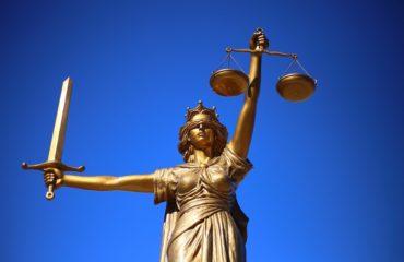 Gericht; Recht;